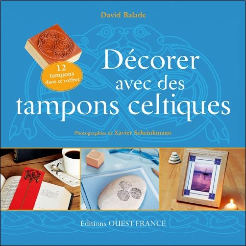 """David Balade - Coffret """"Décorer avec les tampons celtiques"""" (Livre+12 tampons aux motifs celtiques+1 coussin encreur)"""