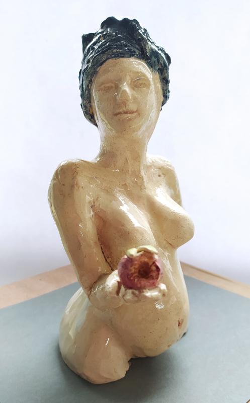 femme à la pomme. vendu