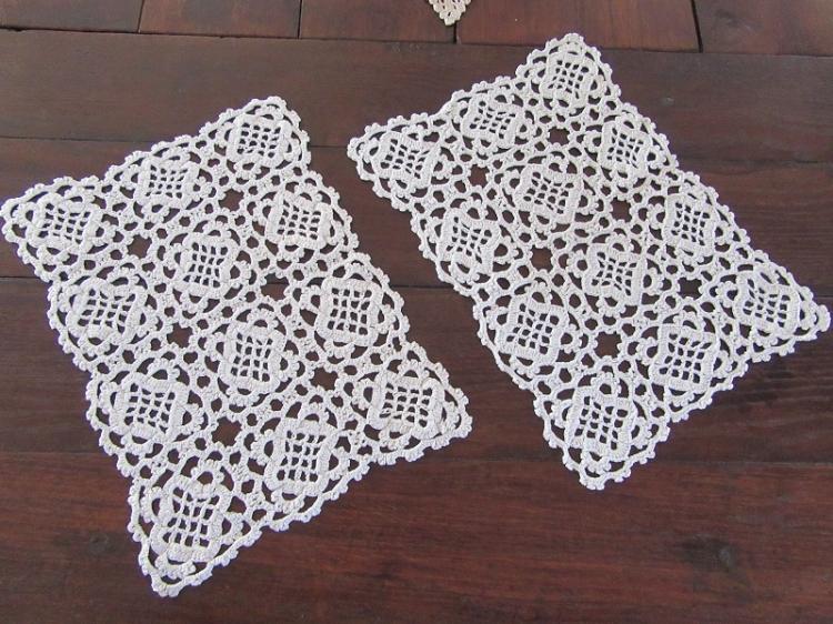"""2 Sets de table """" Frivolités"""" au crochet."""