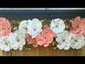 arrangement de mariage en papier fleur en toile de fond à la maison