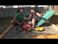Construction d'un MEGA carré de sable pour les enfants!