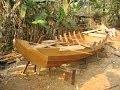 Construction d'une barque à Battambang (Cambodge)