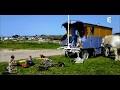 Changer de vie : une famille vit une vie nomade en bus ! - Mille et une vies
