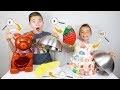 GIANT GUMMY FOOD vs TINY GUMMY FOOD CHALLENGE - Bonbon Géant ou Bonbon Minuscule ?