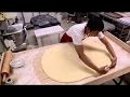 un pâtissier talentueux fait des donuts dune manière impressionnante