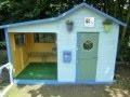 Maisonnette de jardin peinte et aménagée