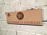 """Harry Potter plaque murale """"Hogwarts Express quai 93/10,2cm sur planche en bois de chêne finition en Huile de teck."""