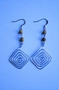 bijoux boucles d oreil pendante fer perle en bois : En carré