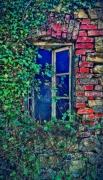 photo architecture architecture maison urbex abandonnee : Fenêtre rouge