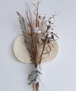 artisanat dart fleurs fleurs composition florale exotique tropical : Bouquet fleurs Mahé - coton avec éventail de palmier tissé