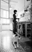 photo scene de genre femme cuisine chien : Anima