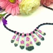 bijoux fleurs collier pate polymere floral romantique : COLLIER VIOLETTE EN PATE POLYMERE