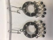 bijoux autres boucle d'oreille soleil perle blanc : Soleil perles noires et blanches