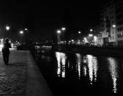 photo canal saint martin paris personnage nuit : Ballade nocturne