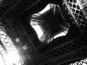 photo architecture tour eiffel paris : Les dessous d'Eiffel