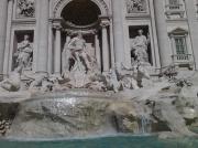 photo personnages trevi fontaine ome : Trévi