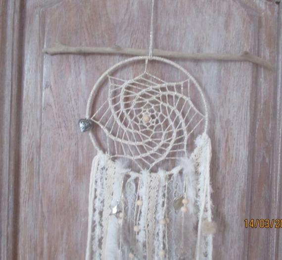 ARTISANAT D'ART bois flotté dentelle pumes perles  - plume