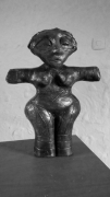 sculpture abstrait moderne personnage : statue vinca