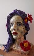 sculpture personnages fleurs moderne design : jeune femme fleurie