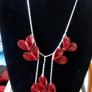 bijoux autres coeur pate rouge : collier grappe coeurs