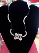 bijoux autres pate blanc noir perle : collier black and white