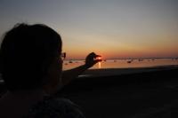 Soleil entre les doigts