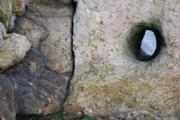 photo trou rocher : Trou d'amarrage