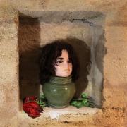 tableau scene de genre photo montage pot de fleurs femme roses : ROSIE...LA POTICHE !