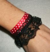 bijoux abstrait bracelet rouge pois noir : Bracelet pois rouge noir dentelle classe moderne