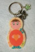 bijoux personnages porte cles matriochka fleur liberty : Porte-clés matriochka poupée russe rose vert fleur coeur moderne