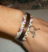 bijoux fleurs bracelet liberty cles fleur : Bracelet liberty fleur marron rose clés bijou moderne