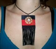 bijoux abstrait collier pendentif rouge noir : Collier pendentif noir rouge bouton nacre moderne chic glamour r
