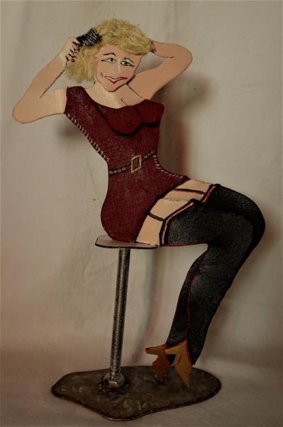 SCULPTURE statuette sensualite Personnages Assemblage Métal  - babounette se coiffe