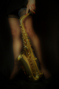photo personnages musique sensualite instrument jambes : saxo sexy