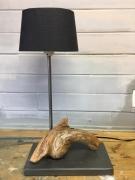 deco design nature morte lampe poser bois racine : Lampe