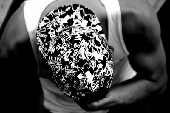 PHOTO Chapeau street hat dark Personnages  - Chapeau des rues