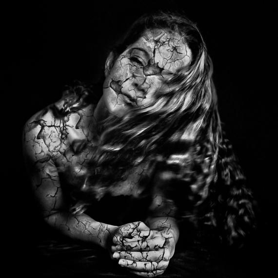 ART NUMéRIQUE femme art numérique digital art peinture numérique Personnages  - Cracked Lady