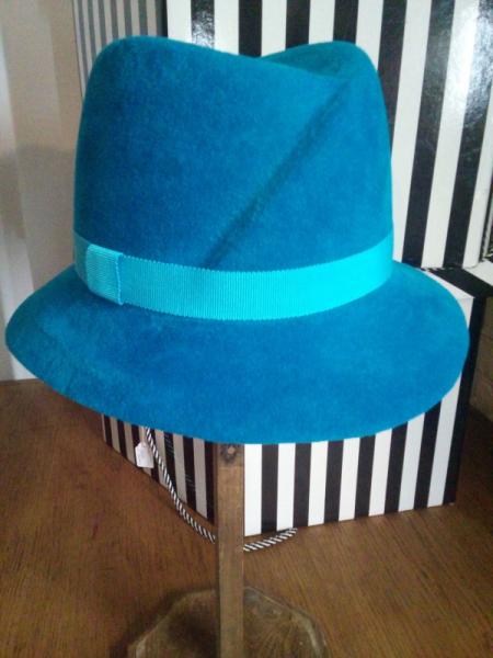 ARTISANAT D'ART feutre hiver femme chapeau Villes  - chapeau ville bleue
