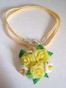 bijoux fleurs bijoux colliers fleur pate fimo : pendentif avec les roses