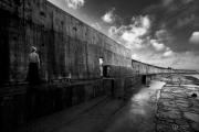 photo personnages noir et blanc paysage photographie photographie art personnage : LA LECTRICE
