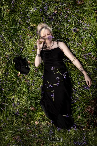 PHOTO photographie art personnage mode forêt Fleurs  - déjeuner sur l'herbe