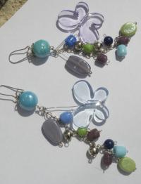 Boucles d'oreilles longues perles de verre & papillon