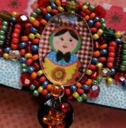 """bijoux personnages matriochka fleurs et carreaux style russe braceletmanchette : Bracelet manchette en feutrine perlée""""Baboushka"""""""