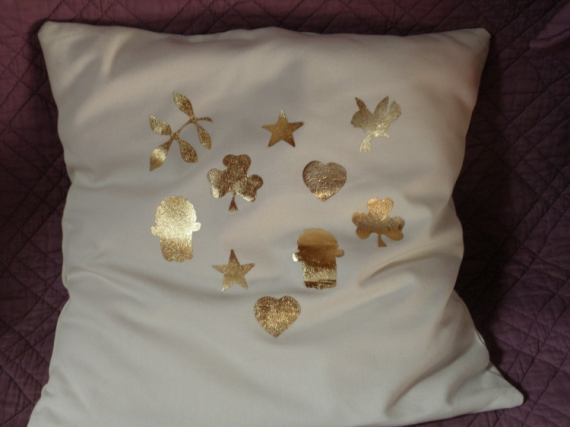 ART TEXTILE, MODE trèfle main de fatima symboles coussin  - Housse de coussin écru 'Symboles' dorés