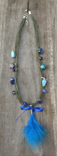 "Collier multi-cordons ""Plume"" en perles de verre bleue"