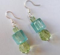 Boucles d'oreilles aux 3 perles en verre de coloris vert &a