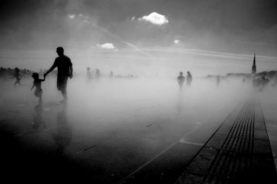 """PHOTO Paysage Ville miroir Enfants Personnages  - """"C'est l'incertitude qui nous charme"""" (O. Wi"""