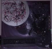 tableau abstrait argent tissu noir rouge : lune d'argent