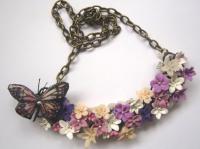 Un papillon dans un champ de fleur...
