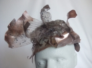 artisanat dart chapeau plexiglas ceremonie originalite : Pléiades